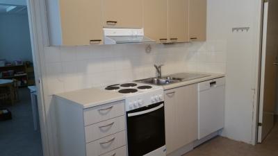 asunto nro 3, keittiö, uudet alakaapit ja hella