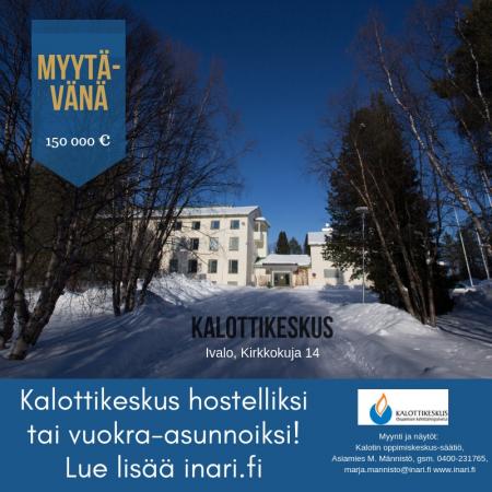 """Kalottikeskus-kiinteistön myyntikuva. """"Myytävänä 150 000 euroa, Kalottikeskus hostelliksi tai vuokra-asunnoiksi. Lue lisää inari.fi"""" ja yhteystiedot."""