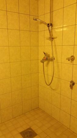kuvassa asunnon nro 1 suihkutila