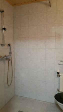 asunto nro 1, suihku ja wc