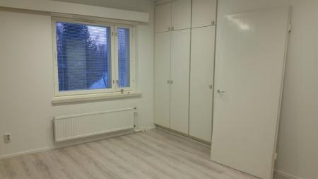 Kuva 5: Itäsiiven asunto nro 7; isompi makuuhuone