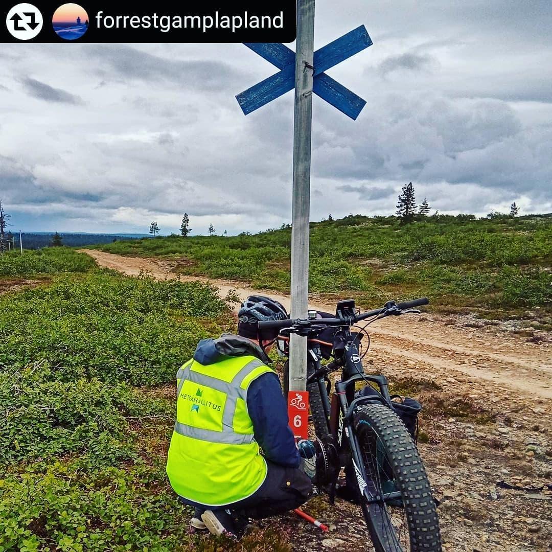 Maastopyöräreittien merkintä. kuva Juha Laitinen Forrestgamplapland